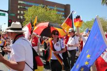 Internationale Parade 3.png -