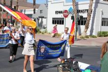 Internationale Parade 5.png -