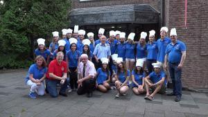 Die Gruppe internationaler Jungköche mit den Organisatoren und den DG 111RN und RS (Foto: Frank Fischer)