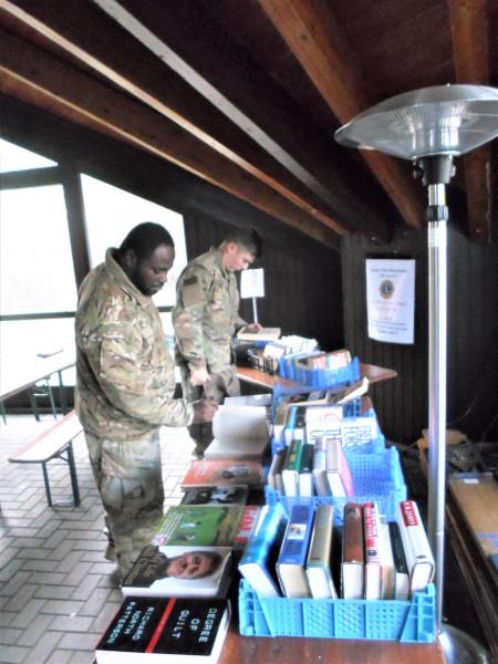 Büchertisch für US-Sldaten