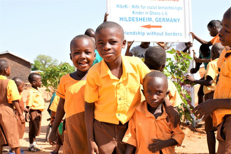 Kinder aus einer Schule in Ghana